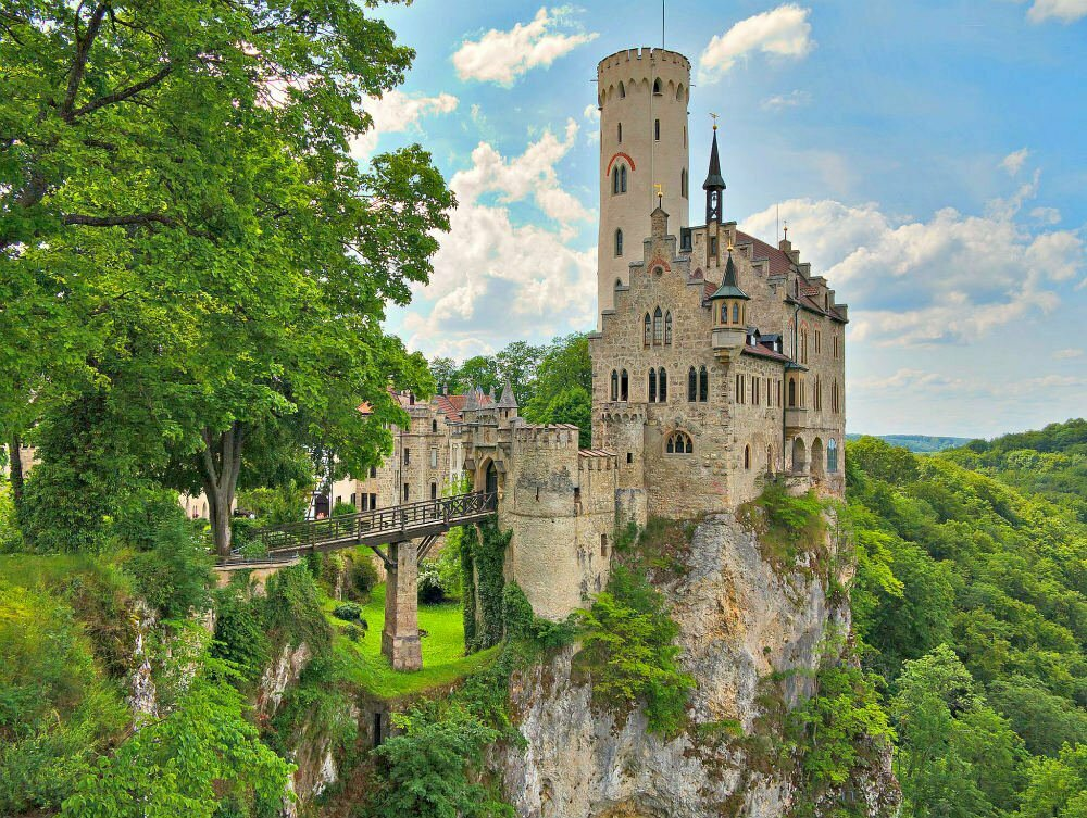 World's Best Castles on Cliffs – 15 Cliff Castles So Dreamy They Look Fake (But Are Completely Real)