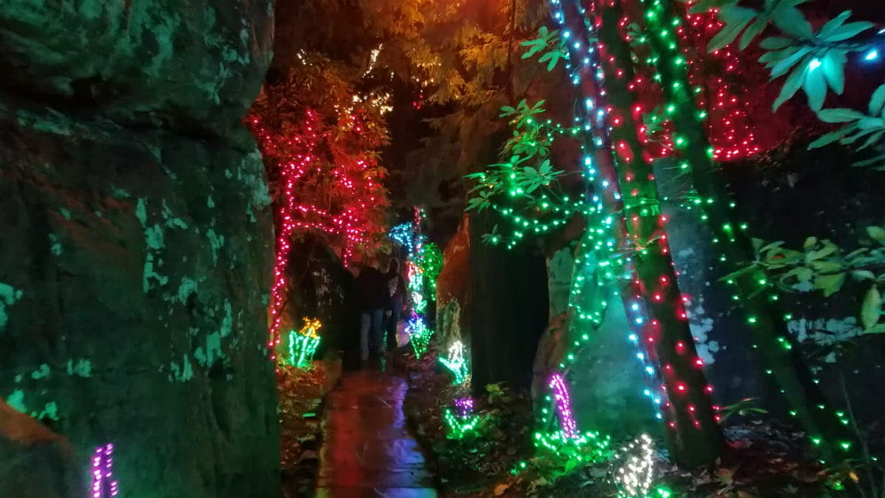 10 best things to see in rock city on lookout mountain - Rock city enchanted garden of lights ...