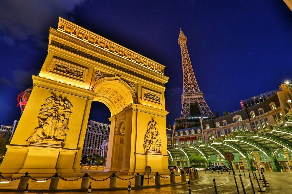 100 Free Things to do in Las Vegas - Arc de Triomphe Replica at Paris Hotel