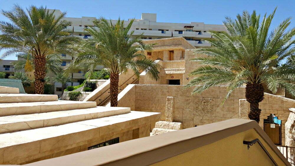 100 Free Things to do in Las Vegas - Mayan Pyramid at Cancun Resort Las Vegas