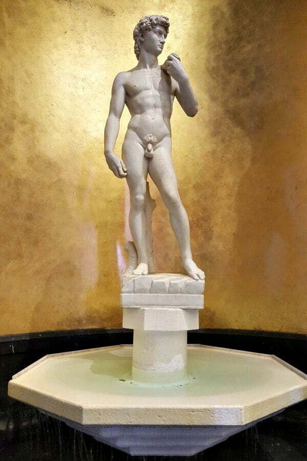 100 Free Things to do in Las Vegas - Replica of Michelangelo's David at Caesars Palace