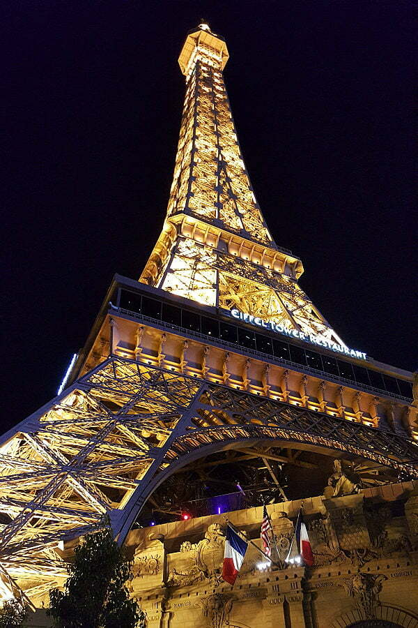100 Free Things to do in Las Vegas - Eiffel Tower Replica