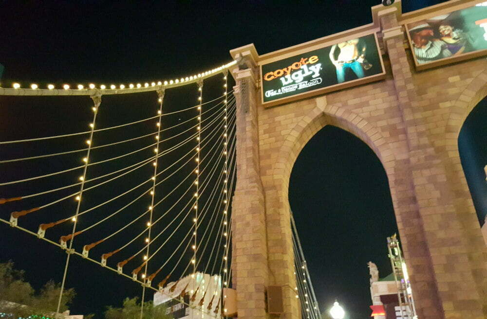 100 Free Things to do in Las Vegas - Brooklyn Bridge Relica