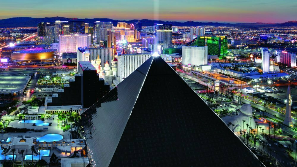 100 Free Things to do in Las Vegas - Luxor Pyramid of Giza Replica